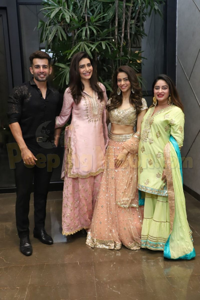 aamna sharif hosts an eid party for close friends jay