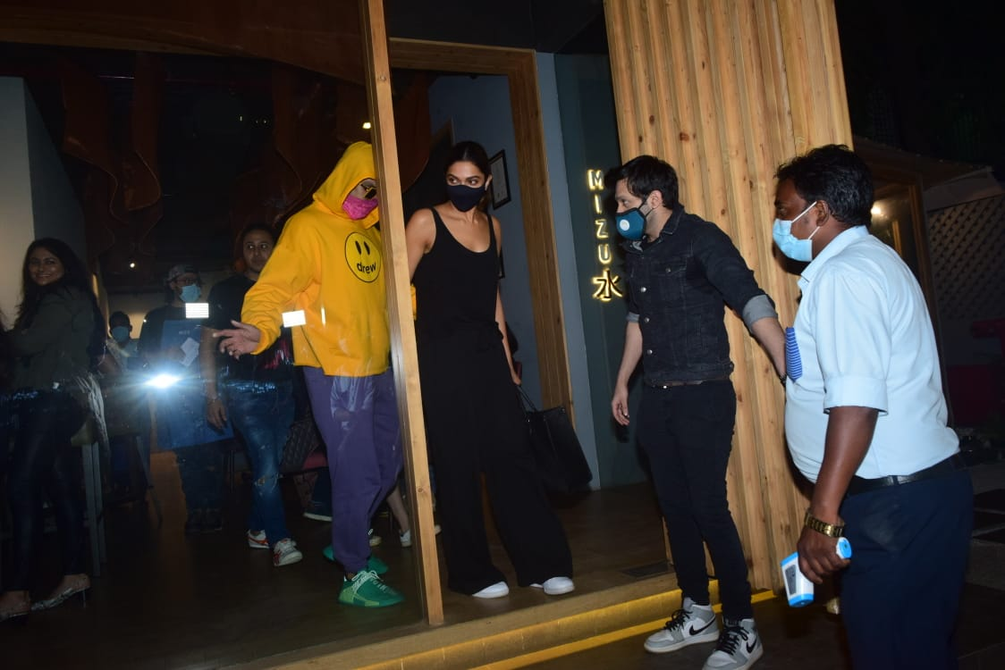 Ranveer Singh protectively guides wife Deepika Padukone as they head out  after their Friday night dinner