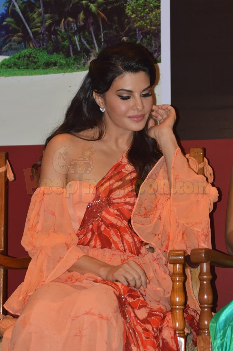 Jacqueline Fernandez Stuns In A Traditional Sri Lankan Outfit Osaria At Sri Lanka Tourism S Event In The Burbs