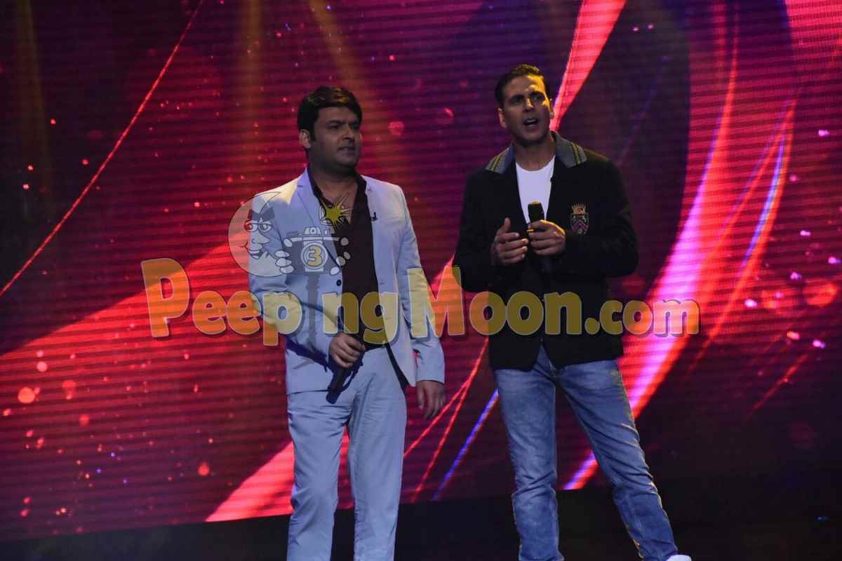 Kapil Sharma Joins Akshay Kumar at the Laughter Challenge stage