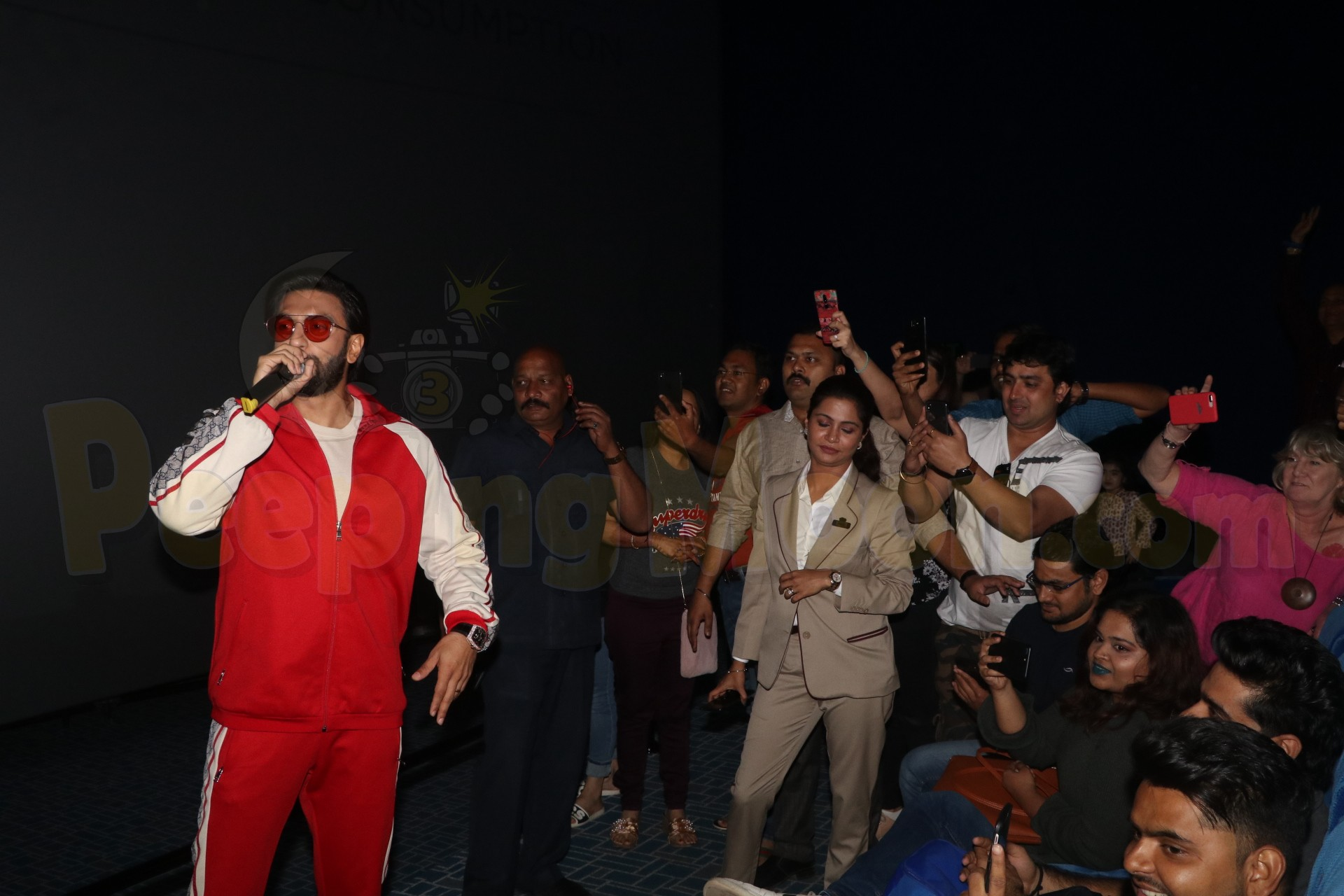 Gully Boy: Ranveer, Siddhanth break into live gig at a surprise